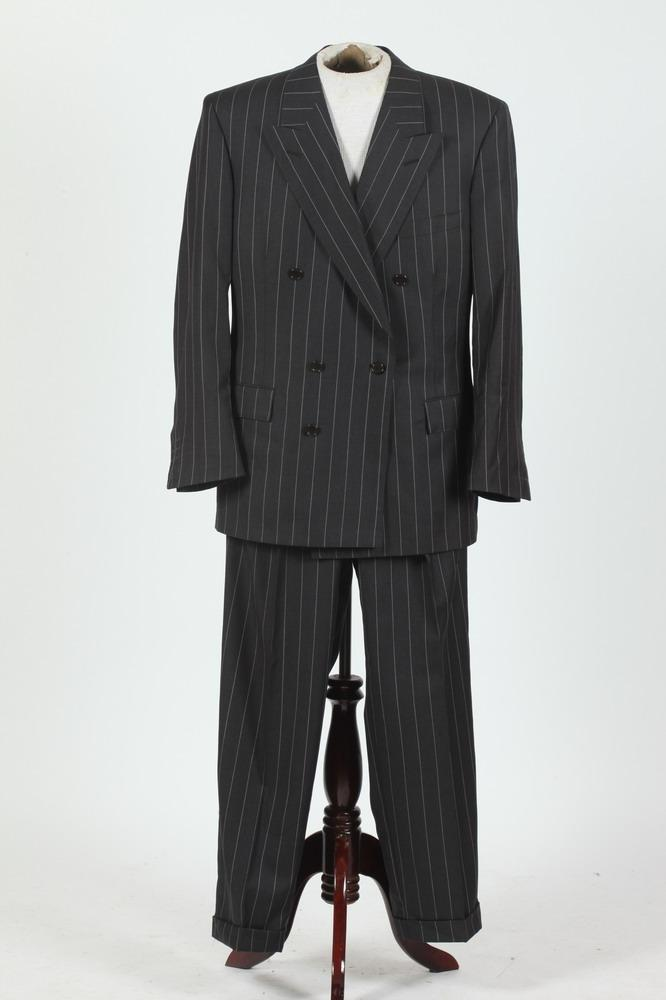 MEN'S BLACK AND WHITE PINSTRIPED SUIT. size 44/46.