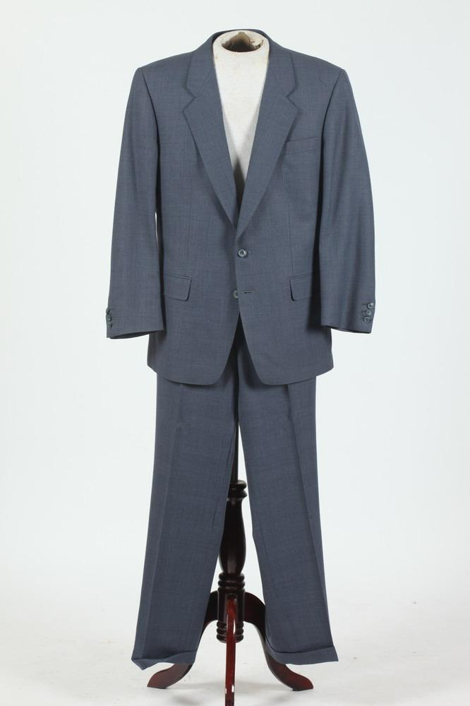 MEN'S BLUE GREY SUIT WITH SCABAL LABEL, size 44 Regular.