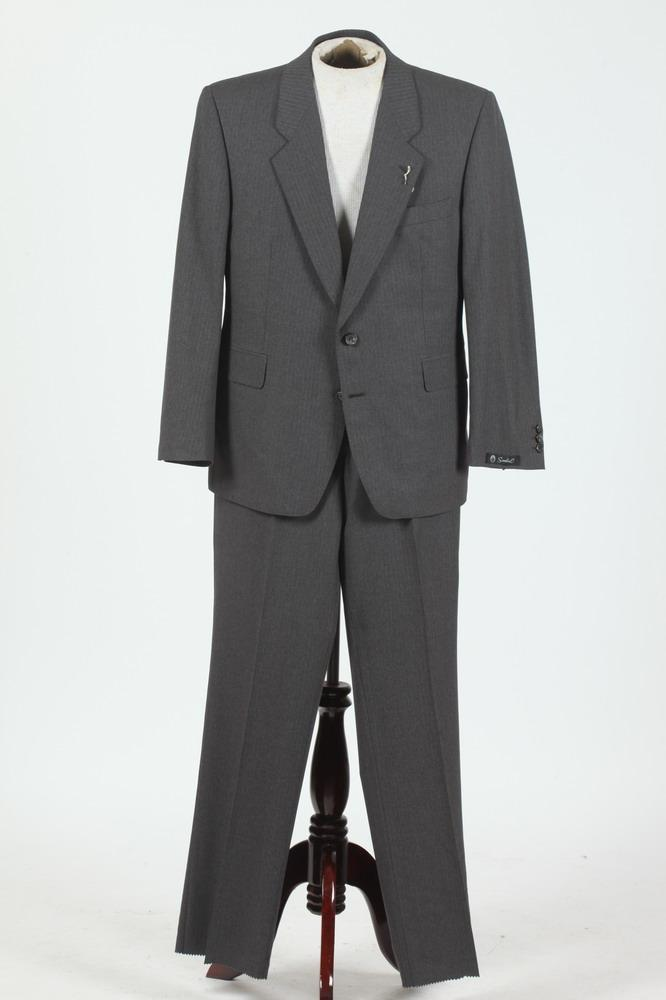 MEN'S GREY WOOL SUIT WITH SCABAL LABEL, 42 small.