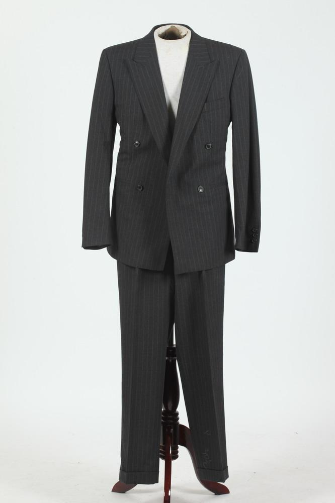 MEN'S GREY WOOL PINSTRIPED SUIT. size 38 regular.