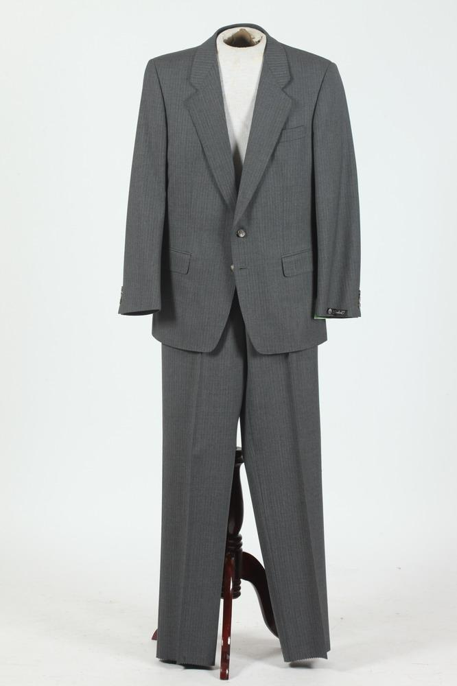 MEN'S GREY PINSTRIPED SUIT, size 41 regular.
