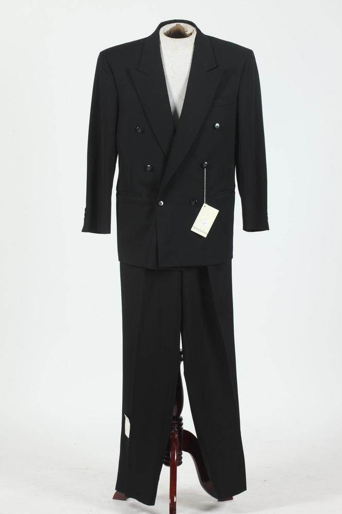 MEN'S BLACK WOOL DOUBLE-BREASTED SUIT WITH COURRÈGES LABEL, size 40/42 long.