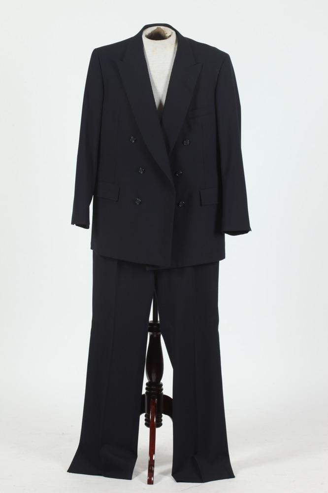 MEN'S NAVY BLUE DOUBLE-BREASTED SUIT, size 46/48.