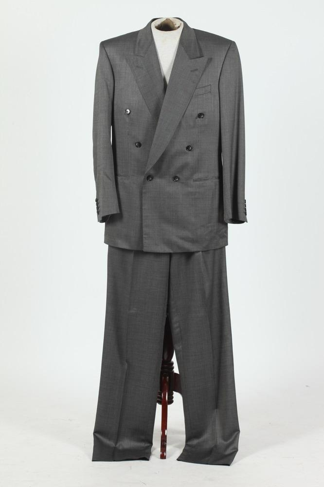 MEN'S GREY WOOL DOUBLE-BREASTED SUIT. size 42/44.