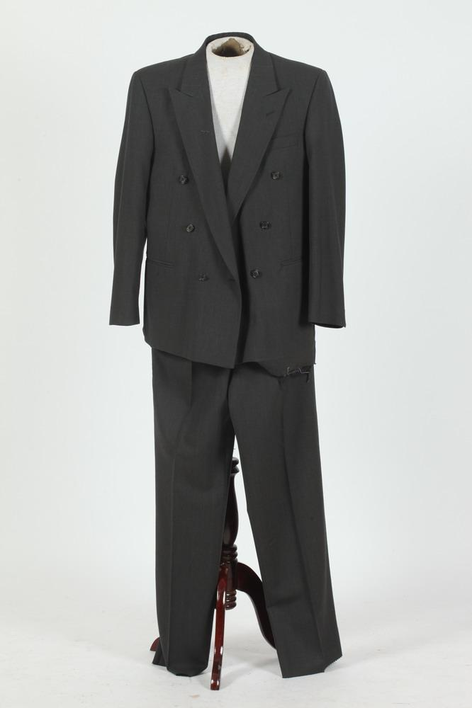 MEN'S GREY WOOL DOUBLE-BREASTED SUIT.