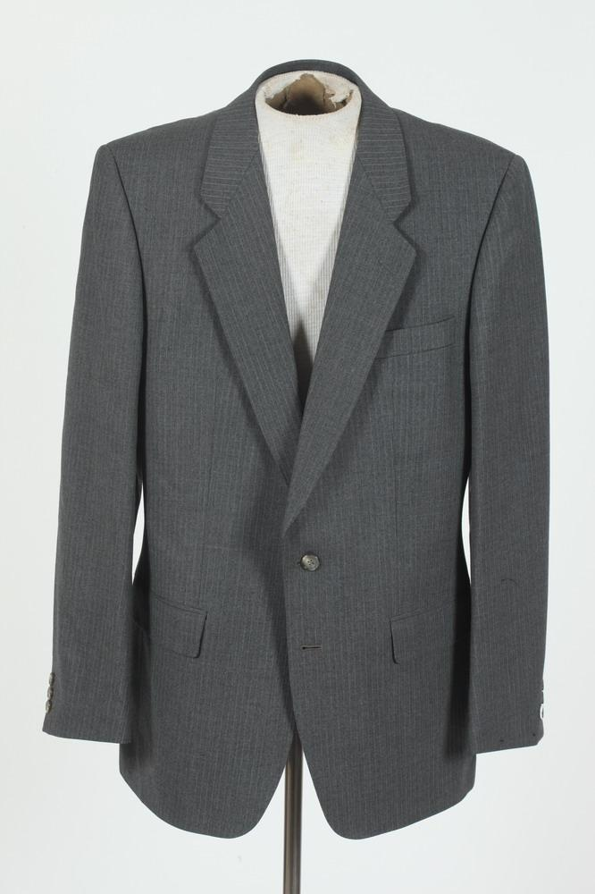 MEN'S GREY WOOL JACKET WITH SCABAL LABEL. size 42 1/2.