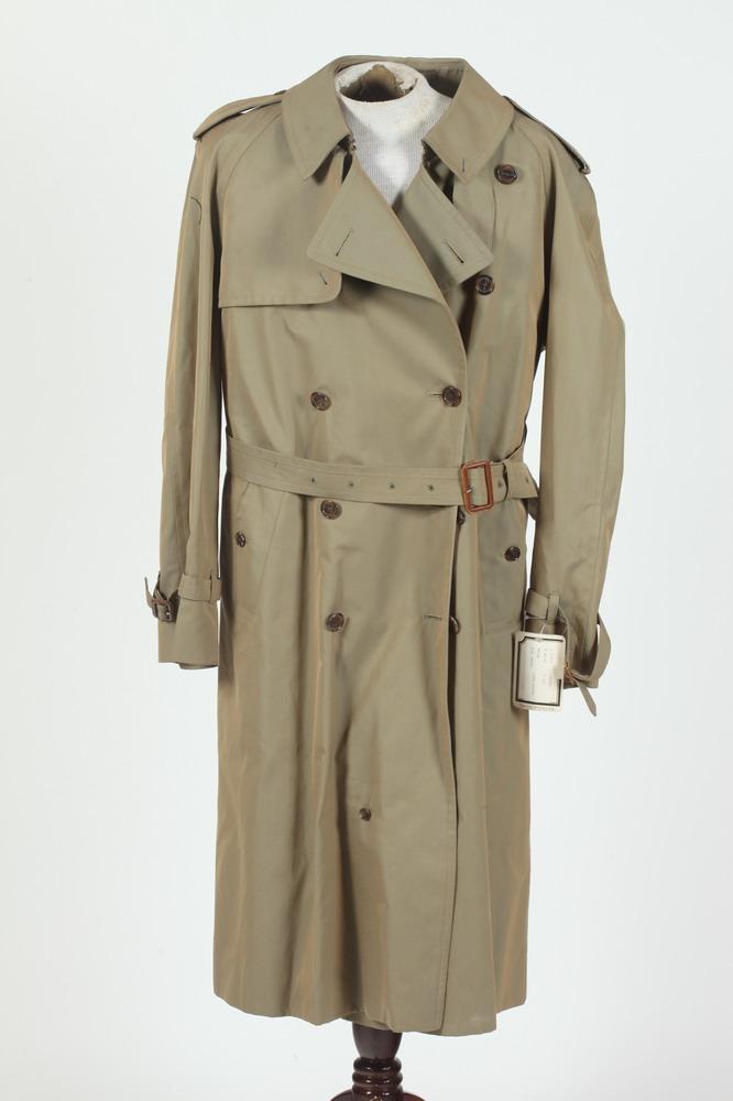 MEN'S KHAKI TRENCH COAT, size medium/large.
