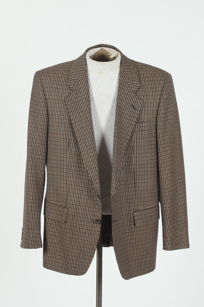 MEN'S BEIGE AND BLUE CHECKED PLAID JACKET. size 42.
