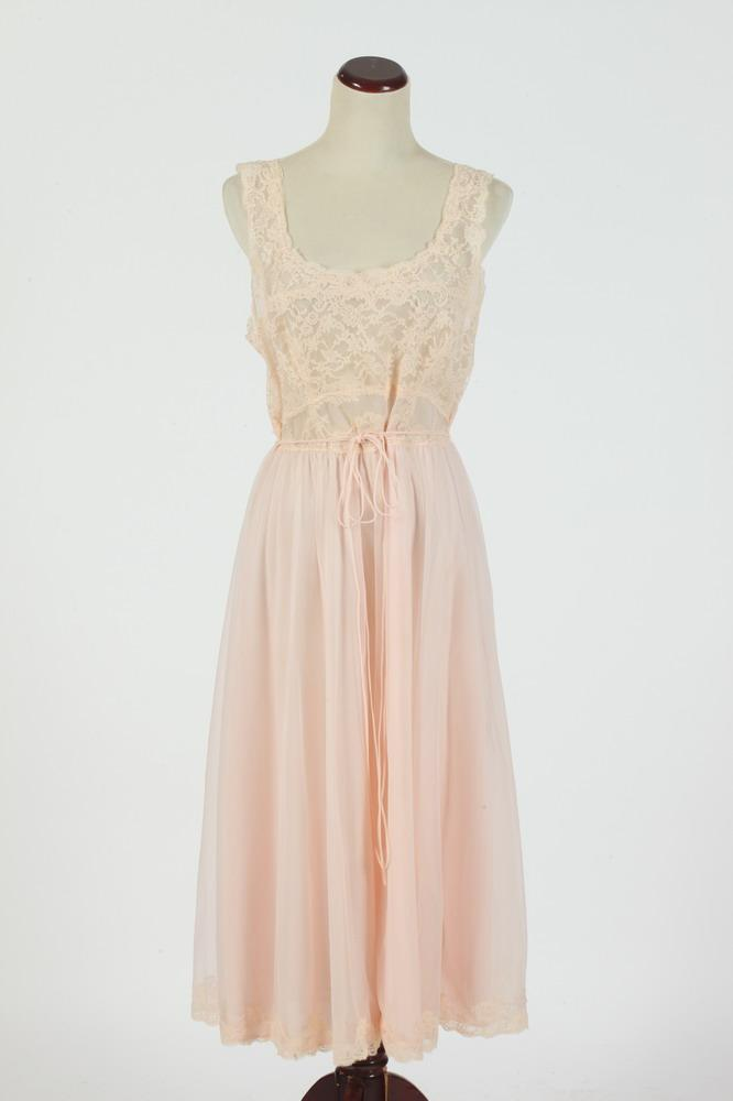 VINTAGE PALE PINK NUISETTE WITH LACE, small /medium.