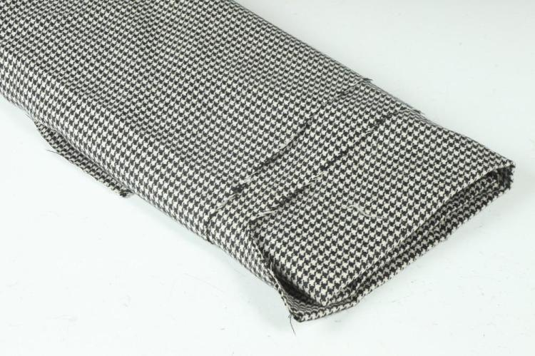 BLACK AND WHITE HOUNDSTOOTH FABRIC.