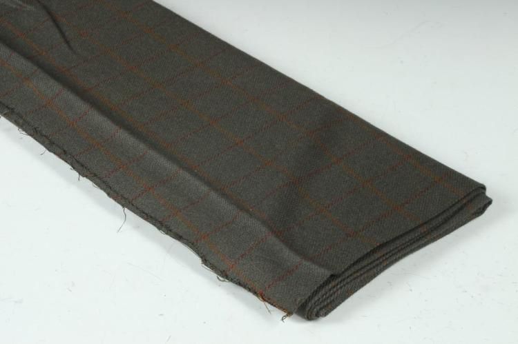 GREY WOOL FABRIC WITH RUST AND BRICK RED MOTIF.