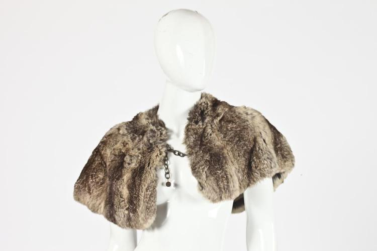 FUR GUNTHER NEW YORK SHAWL. - size medium.