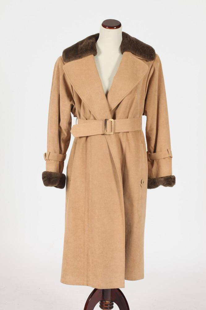 LIGHT BROWN CASHMERE COAT WITH BROWN FUR COLLAR AND CUFFS, Size large.