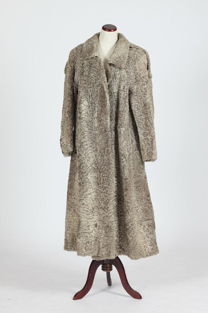REVILLON VINTAGE GREY LAMBSWOOL COAT, Size large.