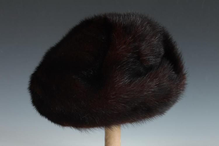 RED MAHOGANY MINK FUR HAT.