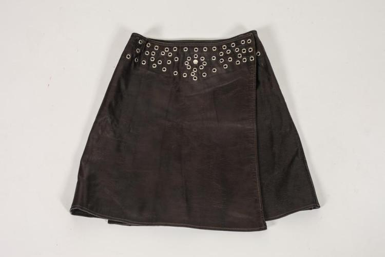 VINTAGE ANNE KLEIN BROWN LEATHER SKIRT WITH METAL DETAIL, Size 10.