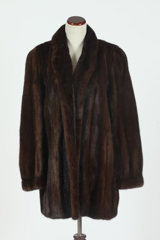 BROWN 3/4 LENGTH MINK JACKET.
