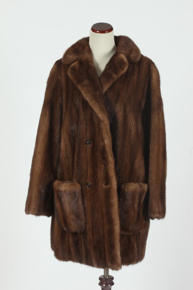 OSCAR DE LA RENTA DOUBLE-BREASTED BROWN MINK COAT, size large.