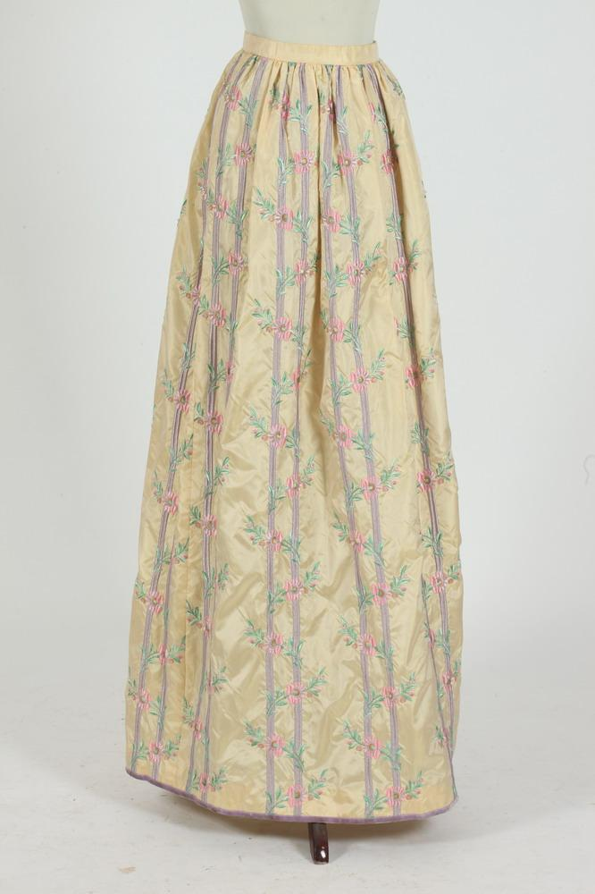 OSCAR DE LA RENTA PALE YELLOW SILK SKIRT WITH EMBROIDERED FLORAL MOTIF. size small.