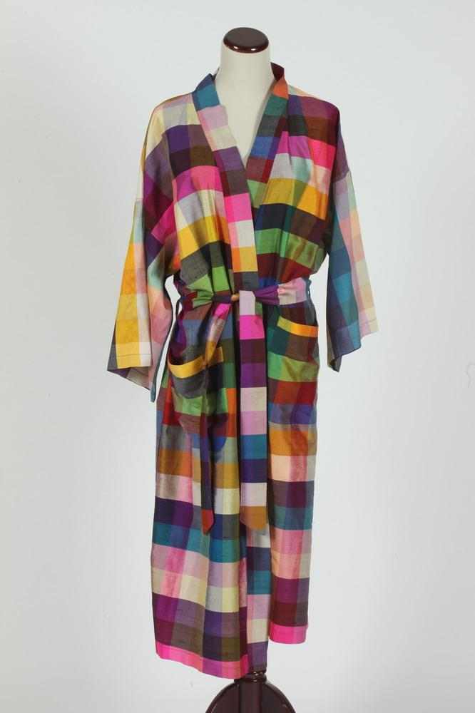 VINTAGE RAW SILK ROBE WITH MATCHING SASH. size large.