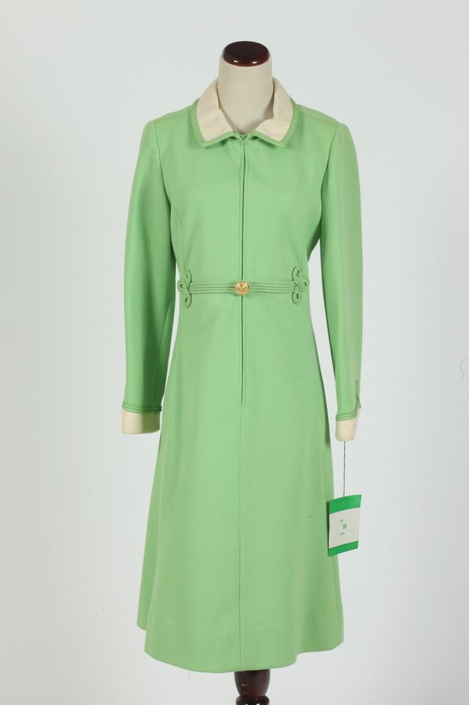 VINTAGE 1960'S LIME GREEN DRESS WITH IVORY COLLAR, size small.