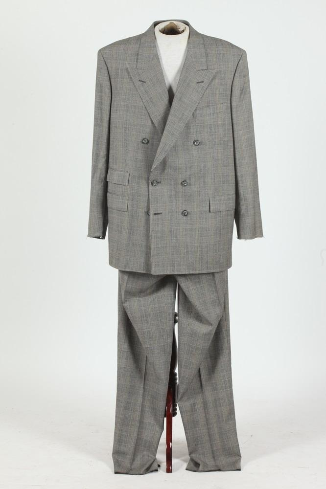 MEN'S BLACK, WHITE AND BROWN DOUBLE-BREASTED PLAID SUIT, (MISSING BUTTONS ON SLEEVE CUFFS), SIZE 40.