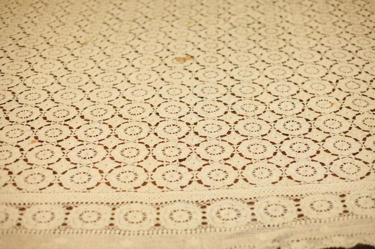 RECTANGULAR VINTAGE HAND CROCHETED IRISH TABLECLOTH. early 1900's.