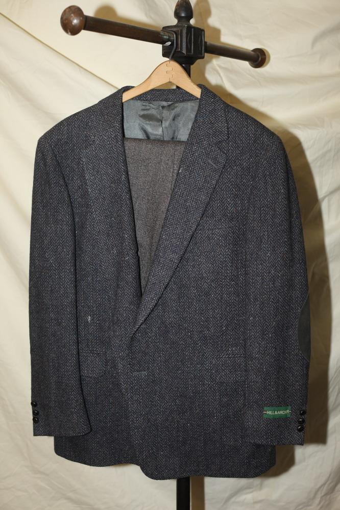 MEN'S GREY WOOL JACKET WITH ELBOW PATCHES; GREY PANTS, size 46 R.