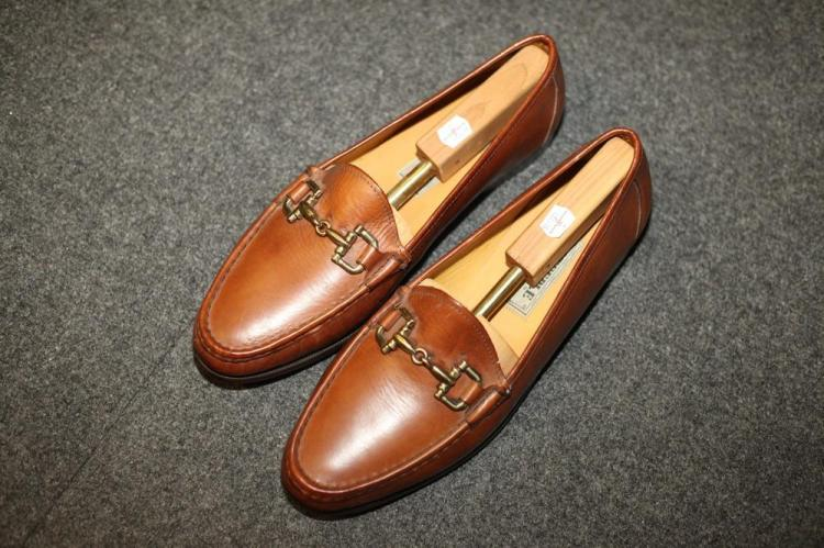 MEN'S BROWN LEATHER SHOES, size 13.