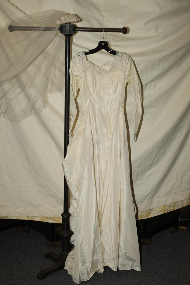 VINTAGE WEDDING GOWN IN IVORY TAFFETA WITH LACE DETAIL AND, MATCHING VEIL, size xs.