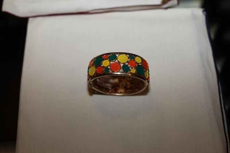 TRIFARI GOLD-TONE BRACELET WITH YELLOW, GREEN AND ORANGE CIRCLES,