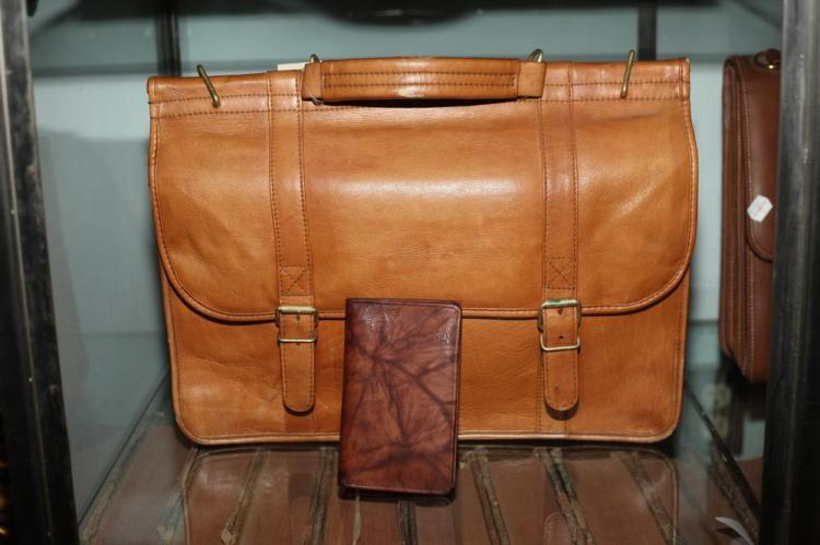 CARAMEL LEATHER BRIEFCASE AND SMALL LEATHER AGENDA,