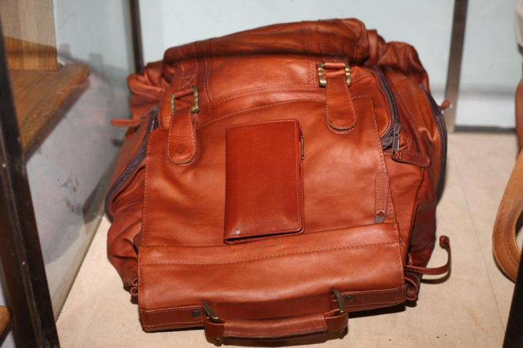 CINNAMON-COLORED LEATHER BACKPACK WITH SMALL MATCHING DATEBOOK,