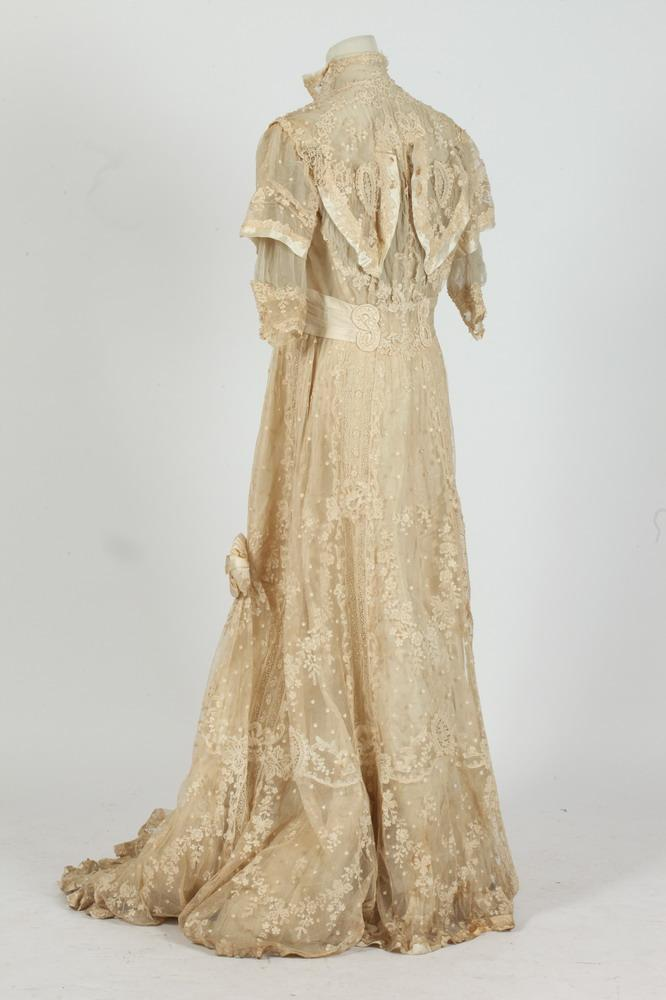 VINTAGE WEDDING GOWN. c. early 1900's.