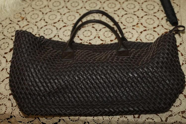 BROWN WOVEN LEATHER TOTE (NO LABEL).