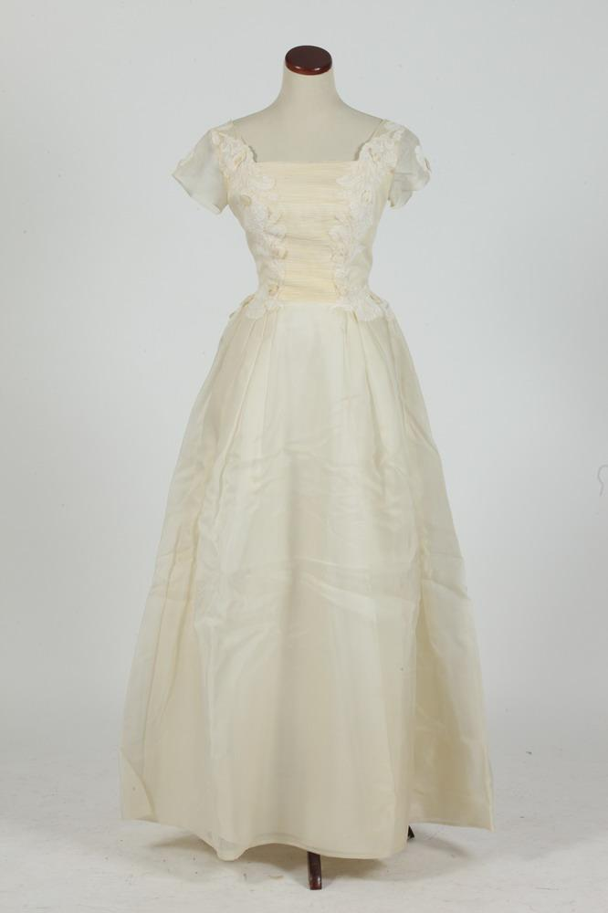 VINTAGE WEDDING GOWN FROM HALEY BROTHER'S, C.1962 AND MATCHING VEIL, size 4-6.