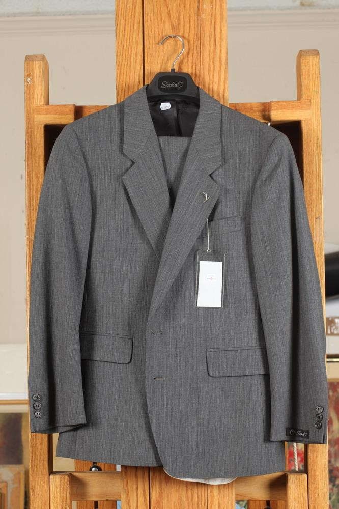 MEN'S GREY WOOL SUIT, 40 small.