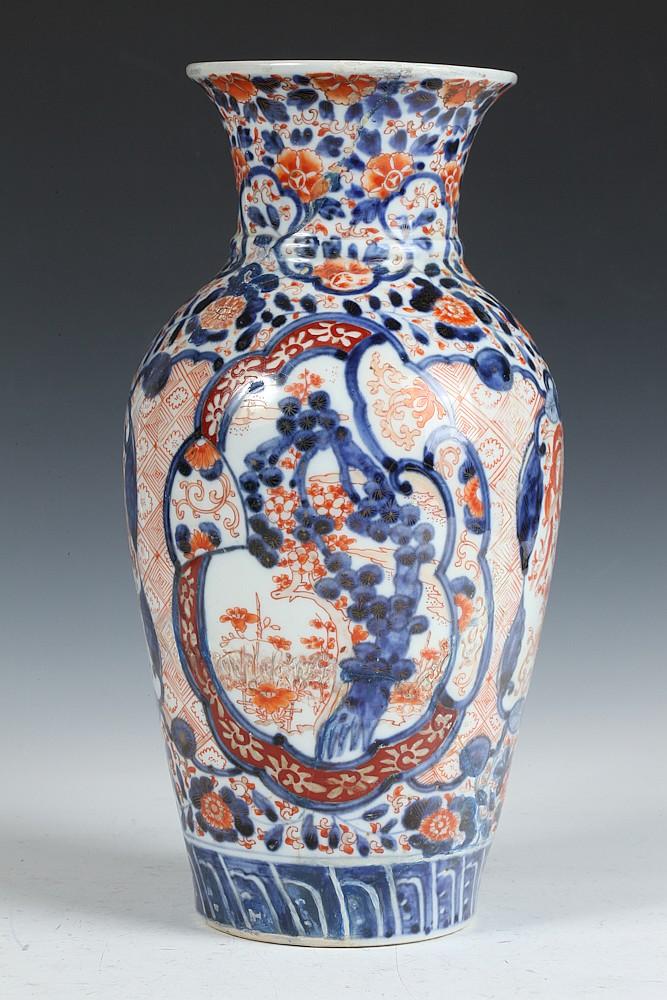 Japanese Imari Porcelain Vase Meiji Period 12 In High