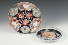 JAPANESE IMARI CHARGER AND A BOWL, Meiji Period. - Charger: 12 3/8 in. diam., bowl: 9 1/2 in. diam.