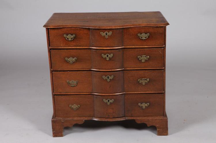 SMALL 18TH/19TH CENTURY ENGLISH OAK CHEST OF DRAWERS. 18th/19th Century. - 31