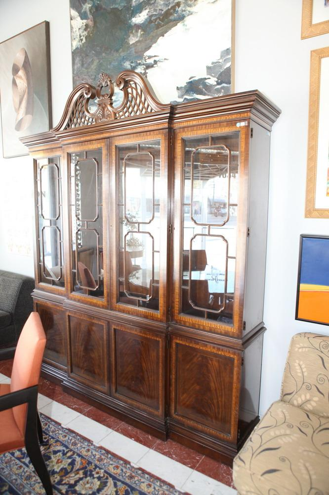 20TH CENTURY CHIPPENDALE STYLE MAHOGANY DISPLAY CABINET IN TWO PARTS. Circa 1990's. - 93
