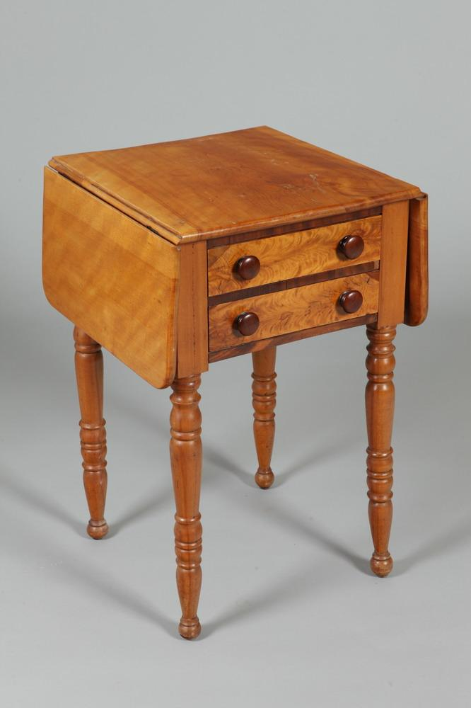 19TH CENTURY MAPLE DROP LEAF SIDE TABLE. 19th Century. - 28 7/8