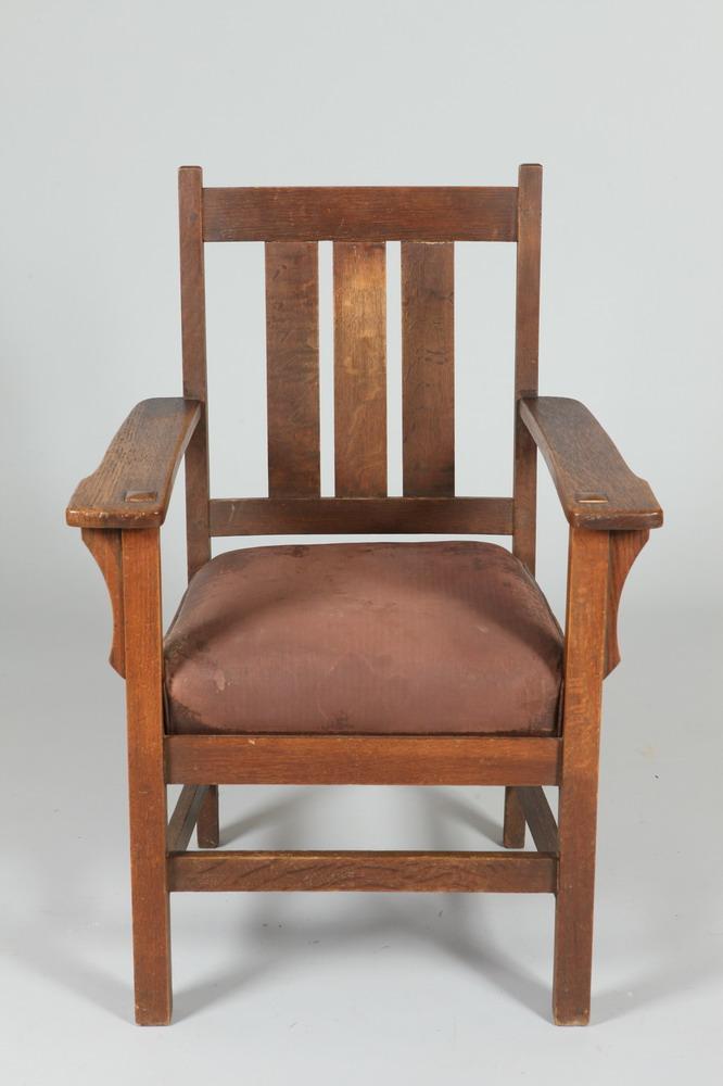 EARLY 20TH CENTURY HUBBARD, ELDRIDGE & MILLER MISSION OAK ARM CHAIR WITH ORIGINAL BROWN NAUGAHYDE UPHOLSTERY, Early 20th Century. Marke