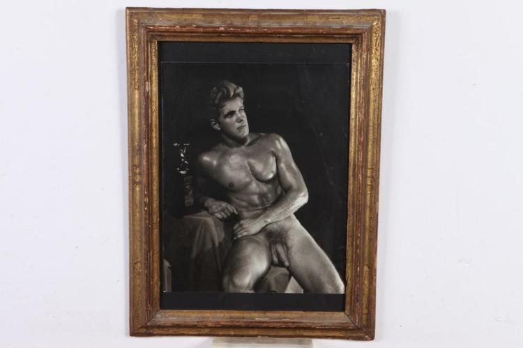 DOUGLAS OF DETROIT, PHOTOGRAPH OF BODYBUILDER BOB DELMONTIQUE, GAY INTEREST, 1950's. - 14 in. x 11 in.; framed, 20 in. x 11 in.