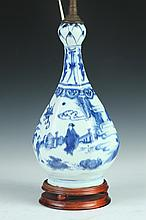 CHINESE KRAAK BLUE AND WHITE PORCELAIN BOTTLE. Ming Dynasty, circa 1645. - 11 in. high.