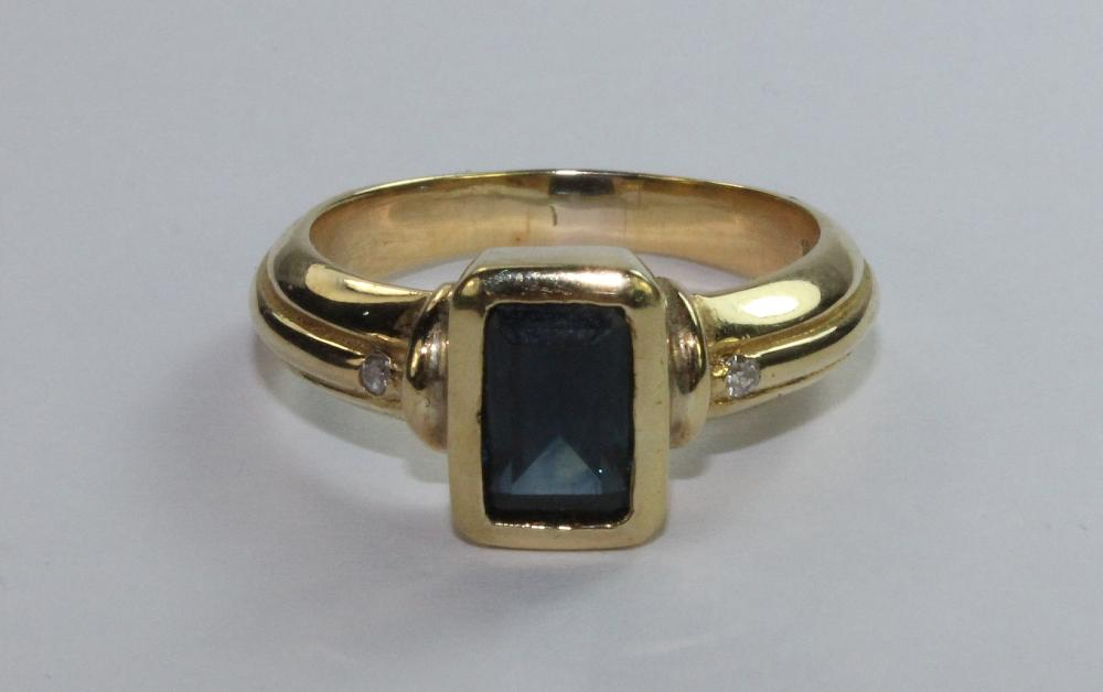 Sapphire Ring in 18ct Yellow Gold