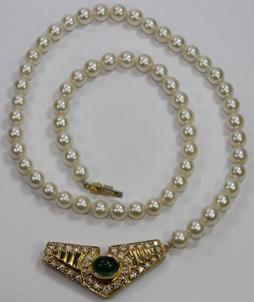 Cultured Pearl Choker with an 18ct Yellow Gold Clasp with Diamonds and a central Cabochon Emerald