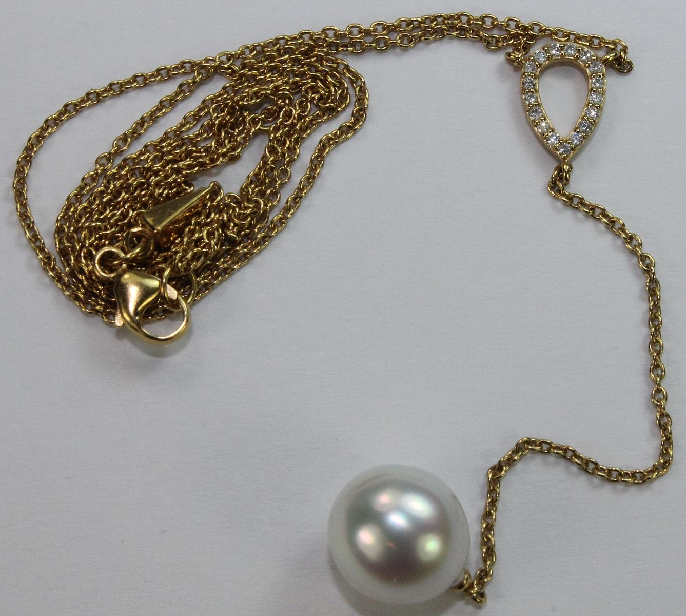 Pearl Pendant on a 9ct Yellow Gold Chain