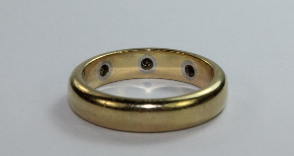 Gold Band in 18ct Yellow Gold with three inset Diamonds