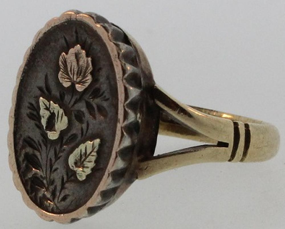Scandinavian-style Ring in 9ct Gold with Silver Floral insert